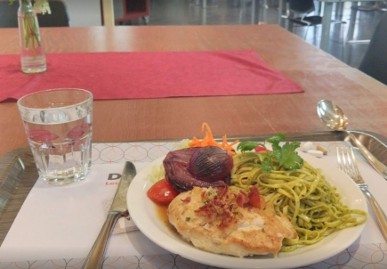 Sociale maaltijd in de Parnassuskapel.